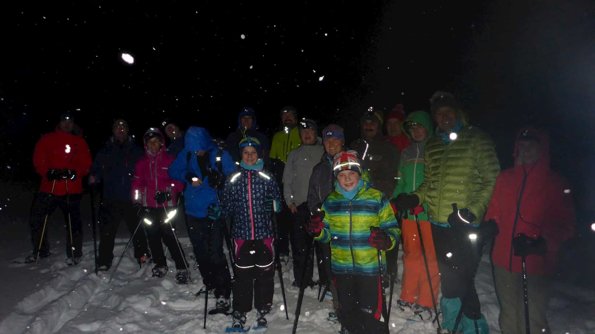 Schneeschuhwandern bei Nacht